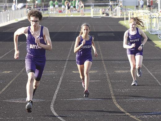Bryan trio run in 3,200