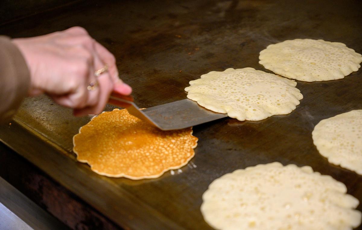 Buffalo-Magazine-MooresMapleShack-Pancake-Flipping-Matt-Weinberg