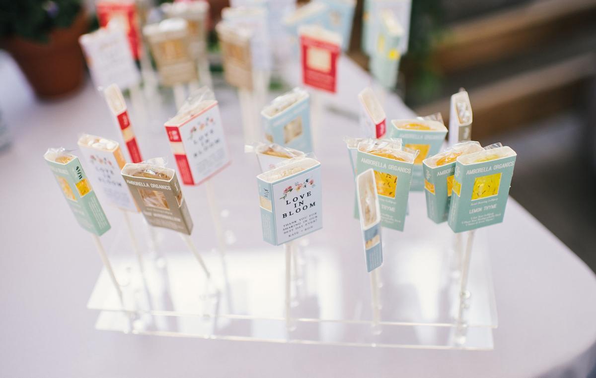Crowd-pleasing-wedding-favors-Amborella-Organics-Lollipops-Aryes-Photography