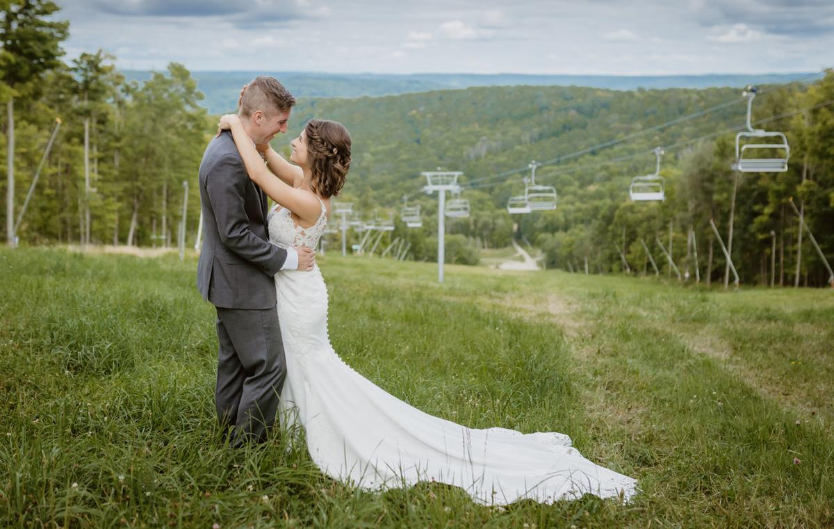 Molly-and-Spencer-WNY-Weddings-1040x660