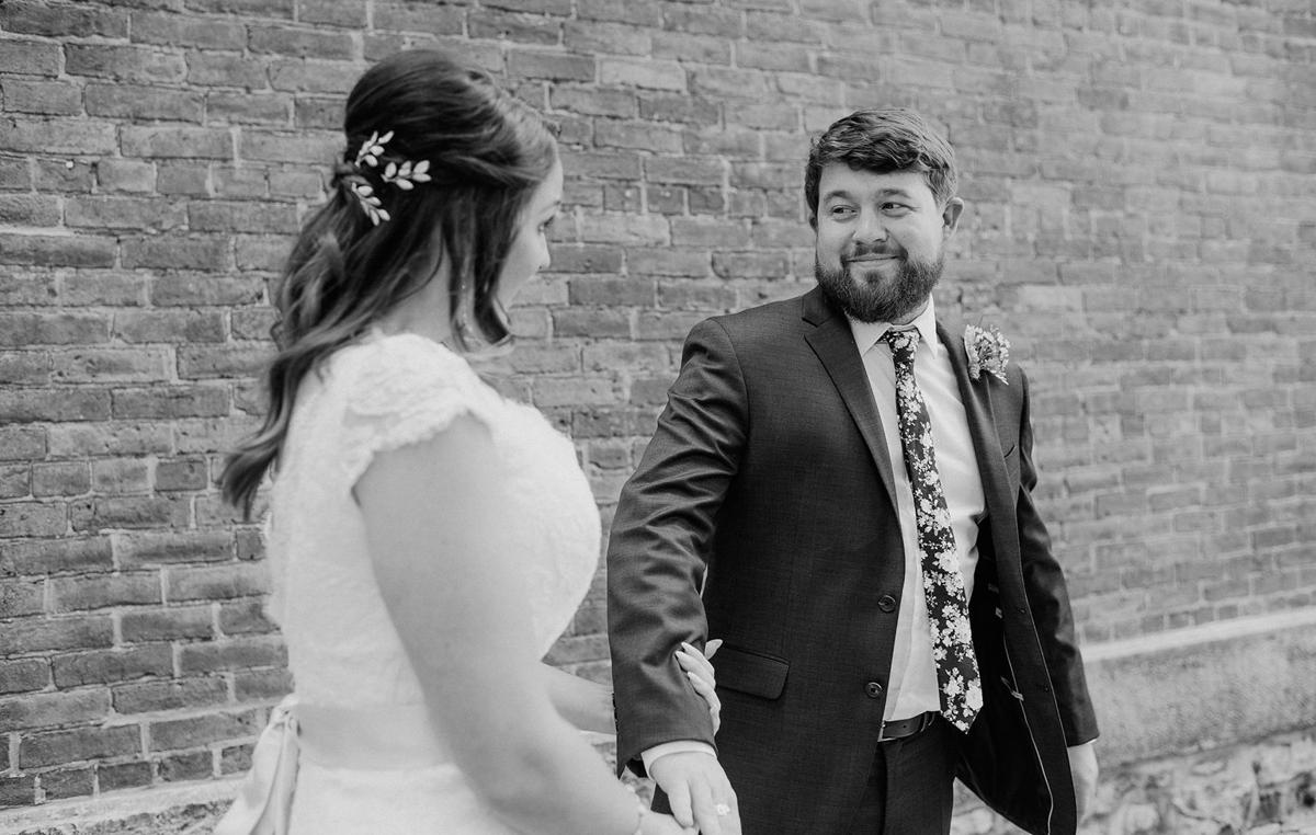 Should-we-do-a-first-look-WNY-Weddings-Ayres-Photography-1040x660