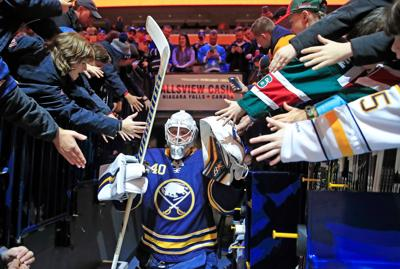 1009126681-Sabres-scull-P1