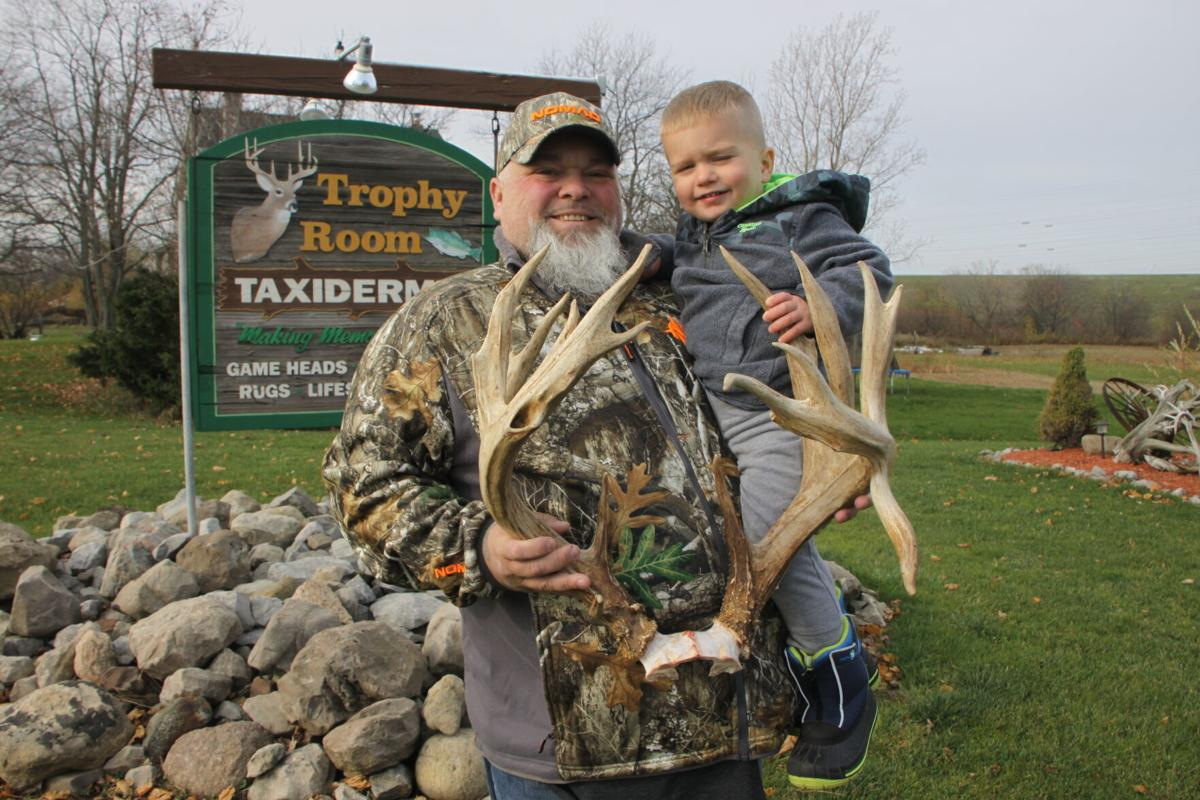 Phillip Pless possible state record buck Newfane