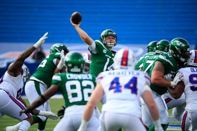 Sam Darnold throws it up