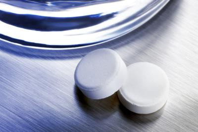 medicine-cabinet-aspirin-20201104