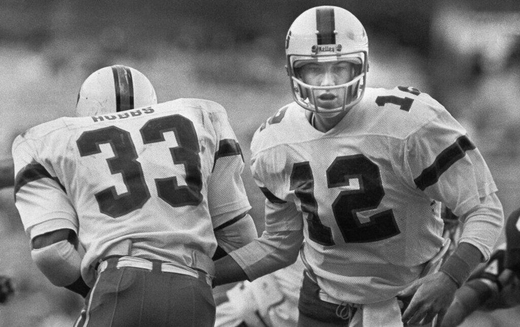 Football College  Games 1981 Peach Bowl   Miami  vs Virginia