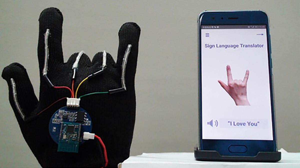 This new high-tech glove translates sign language into speech in real time
