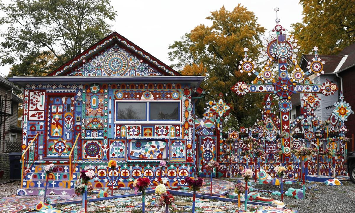 local everydayaphoto colorful house CANTILLON