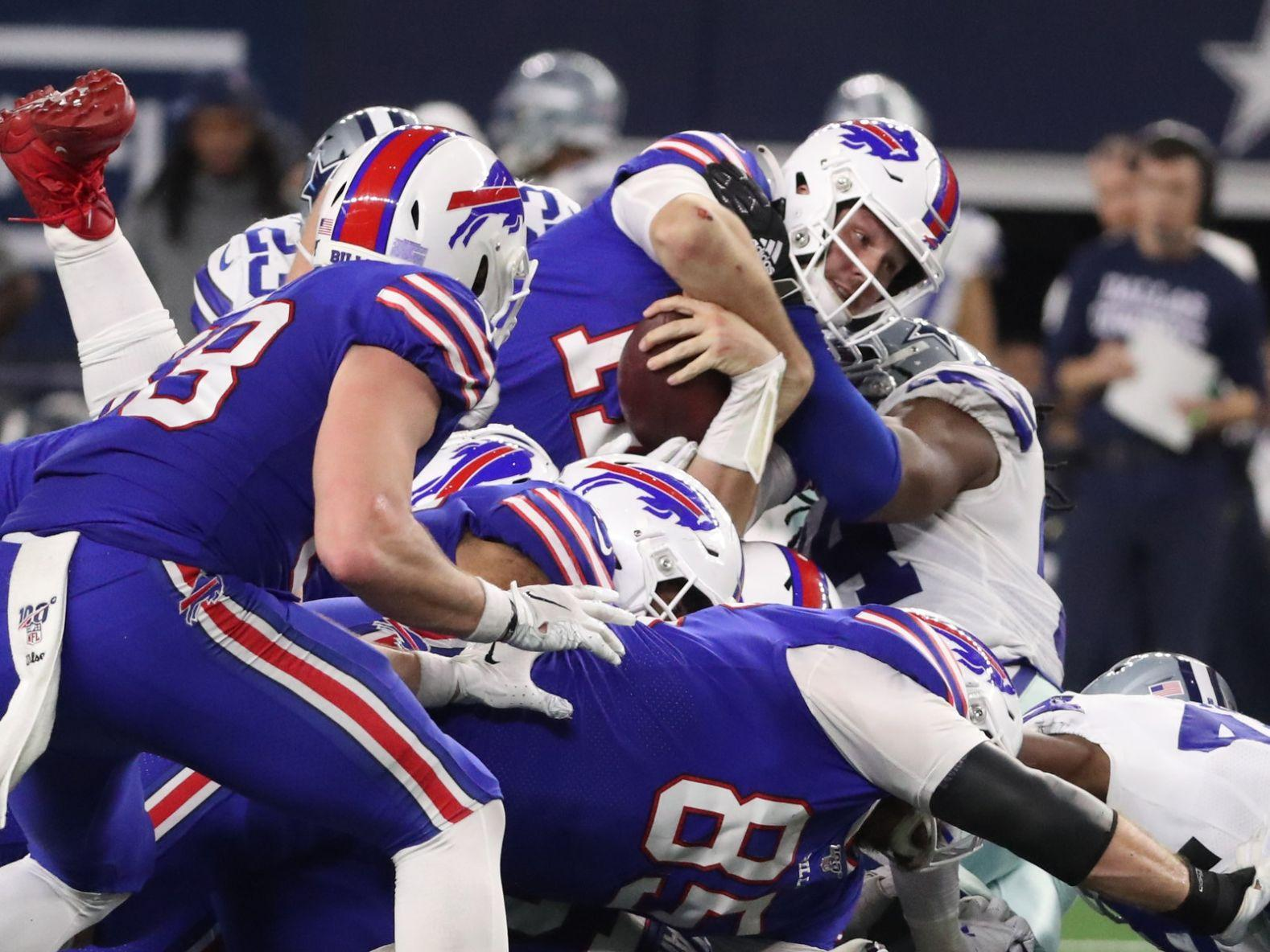 Bills Are Wearing White Face Masks Against 49ers And Fans Are Going Nuts Buffalo Bills News Nfl Buffalonews Com