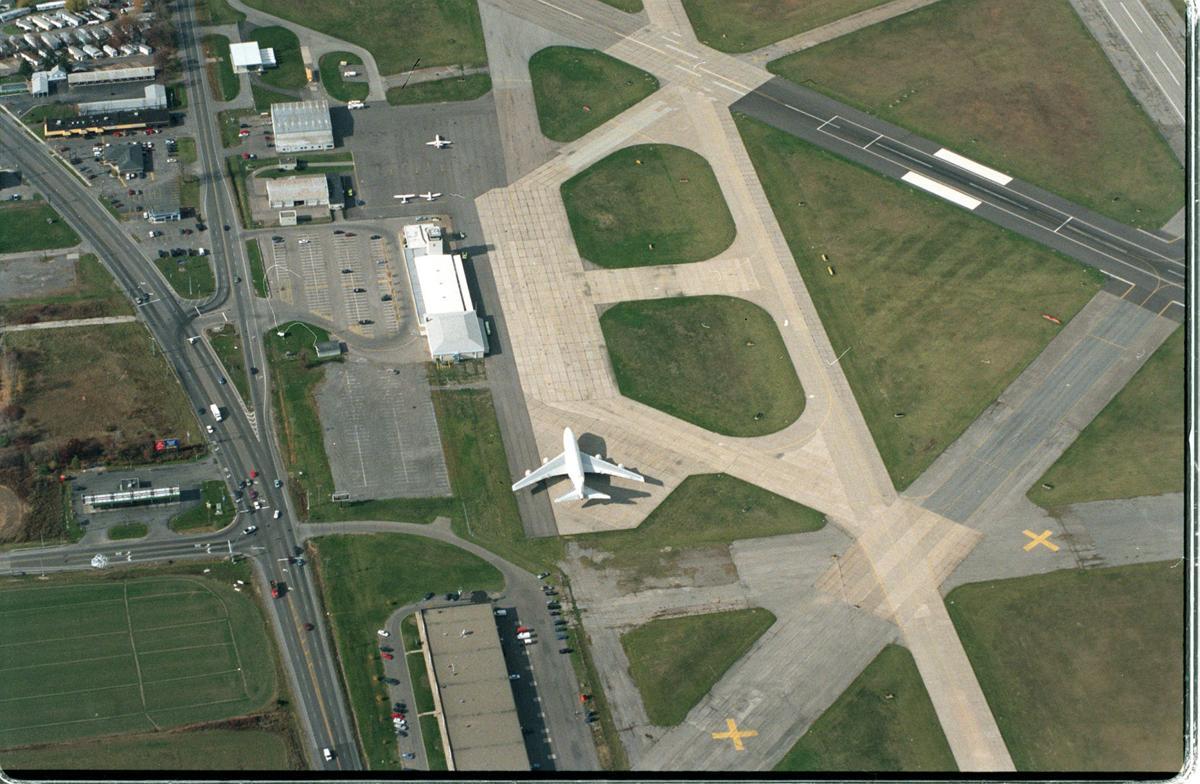 Enser aerial Nigara Falls airport