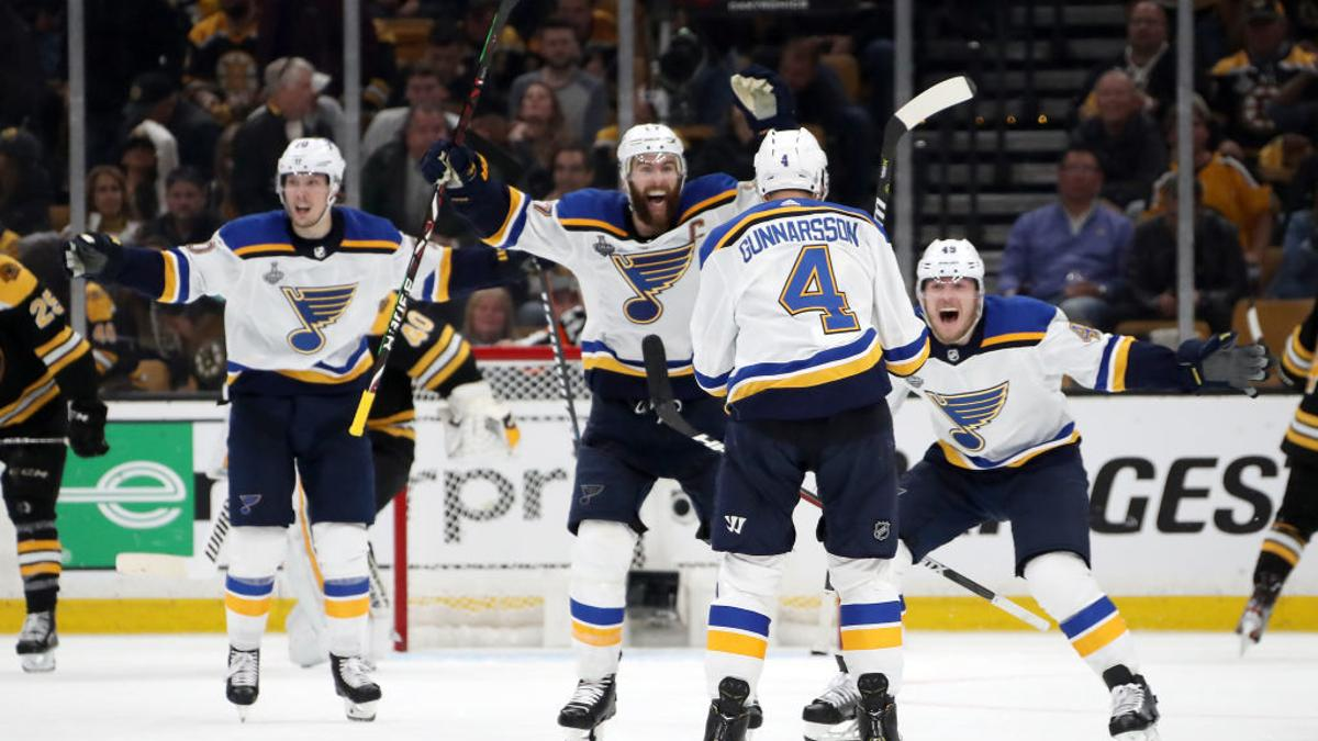 On A Night Of Heavy Hockey A Different No 4 In Boston Produces Win No 1 For Blues In Cup Final Columnists Buffalonews Com