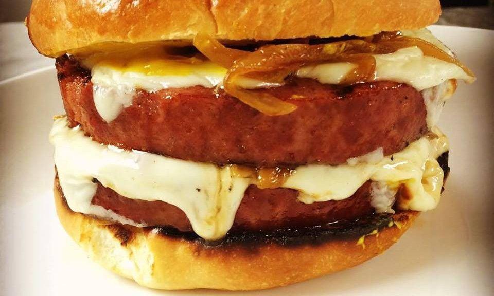 Toutant bologna sandwich