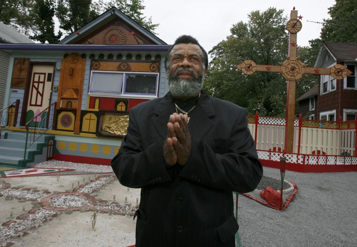 wooden cross NIAGARA PROPHET2 LEWIS