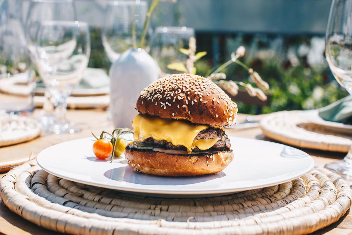 Dig-In-Buffalo-The-Grange-Burger.jpg