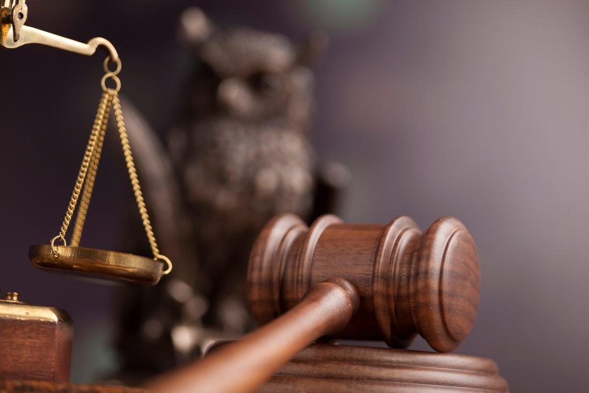 gavel judge court