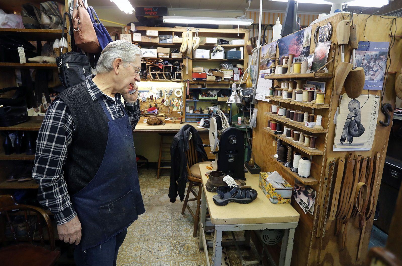 Hamburg shoemaker cobbles together a