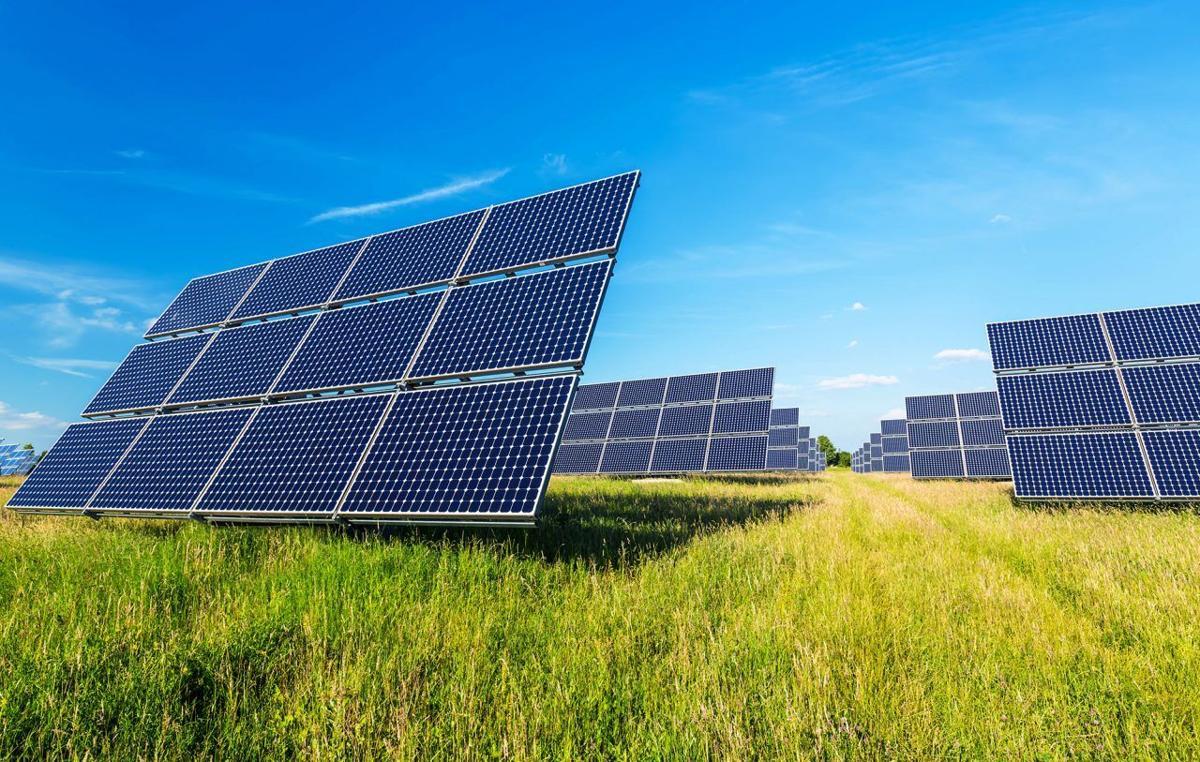 Solar-panels-in-field1