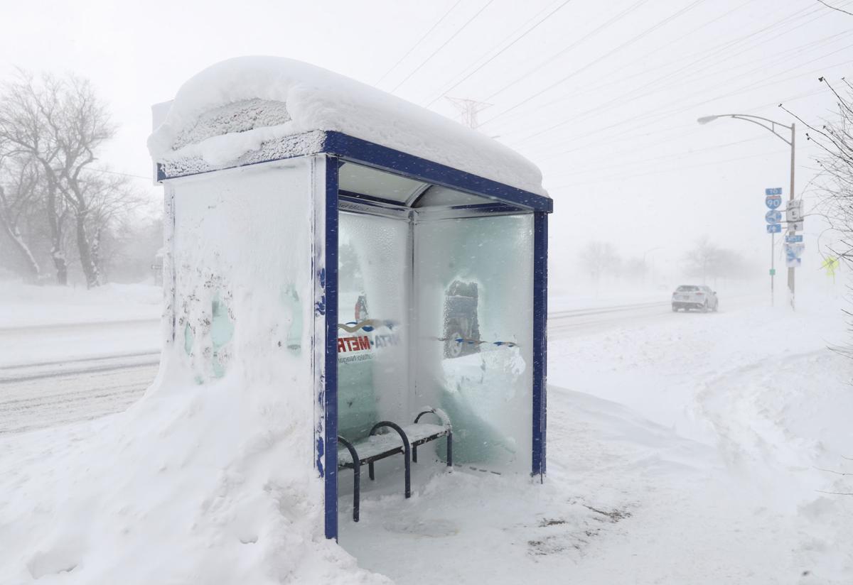 LOCAL bus shelter CANTILLON