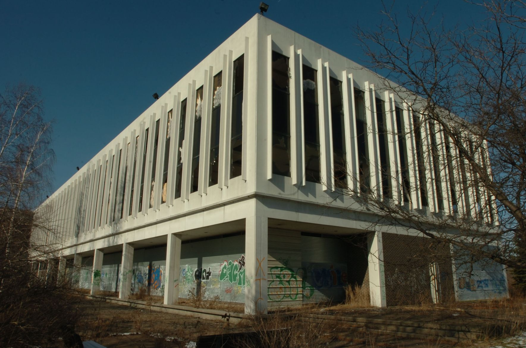 Abandoned Dunlop Offices On Grand Island Could Become Hotel Business Local Buffalonews Com