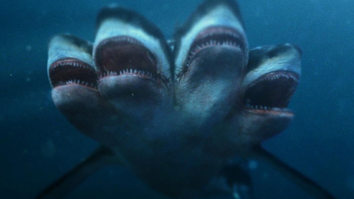 5-Headed-Shark-Attack-1_030