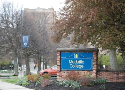 Medaille college sign (copy)