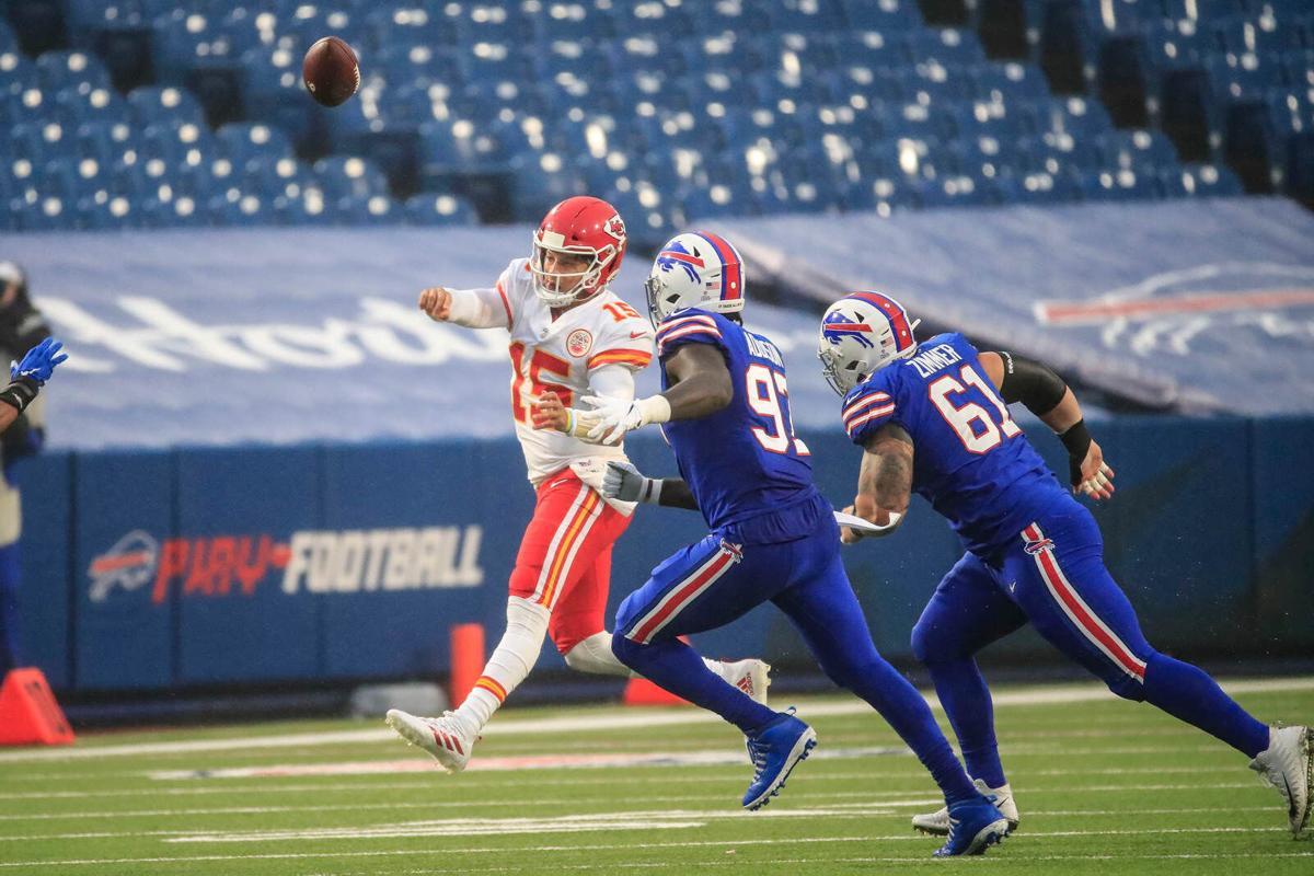 Analysis: Patrick Mahomes' elusiveness put final dagger in Bills' defense |  Buffalo Bills News | NFL | buffalonews.com