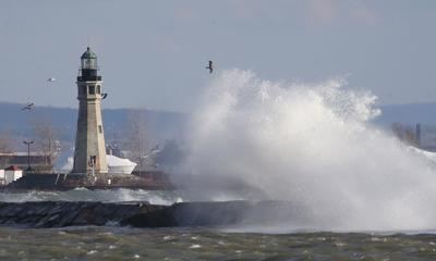 local wind on Lake Erie CANTILLON