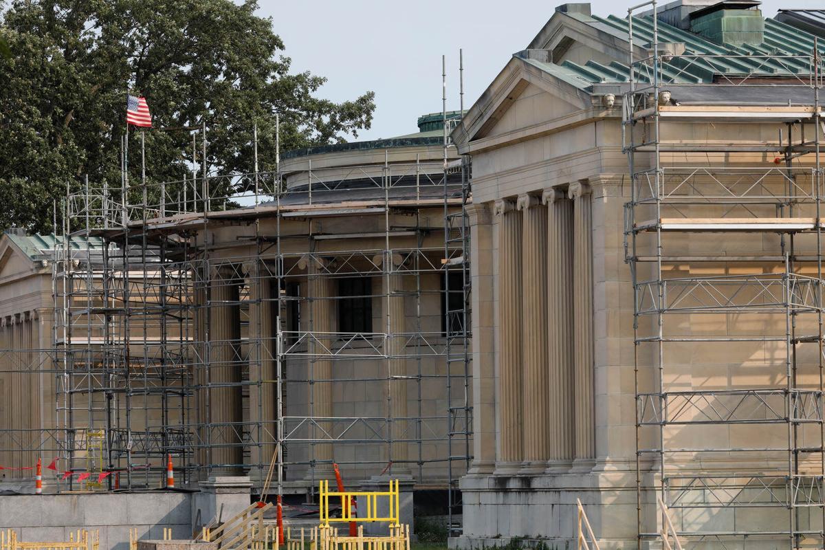 1905 building gets facelift