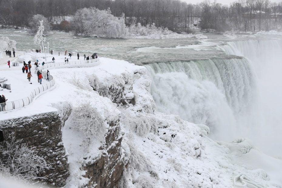 LOCAL Niagara Falls winter CANTILLON