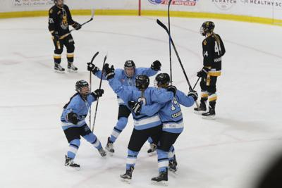 1009955863 McCoy Sports Buffalo Beauts vs. Boston Pride in a playoff semifinal