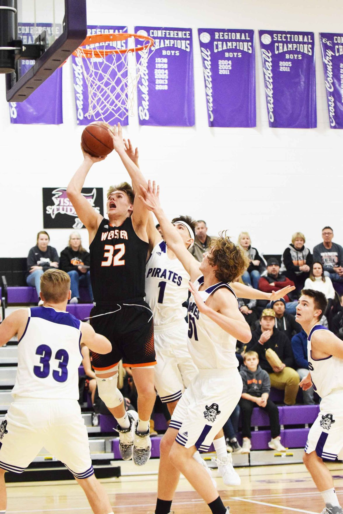 BBB-Coleton-Peterson-with-a-bucket-surrounded-by-Grantsburg-defenders.jpg
