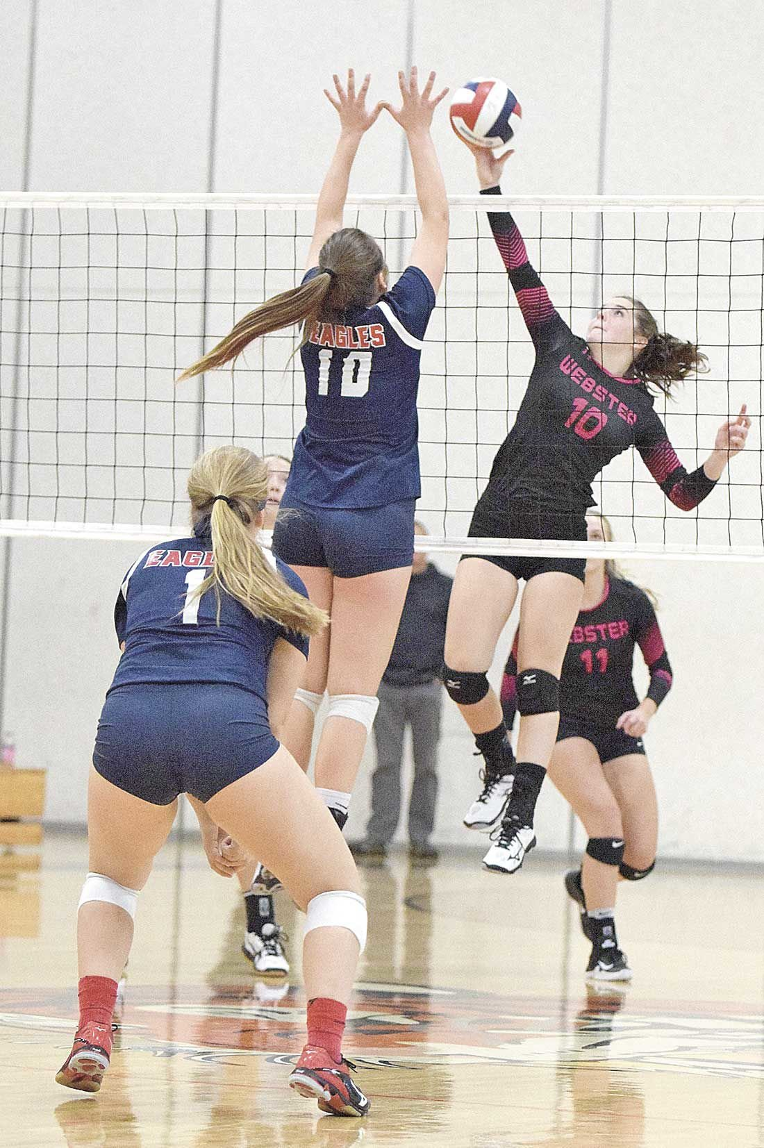 Eagles take 'Battle of the Claws'