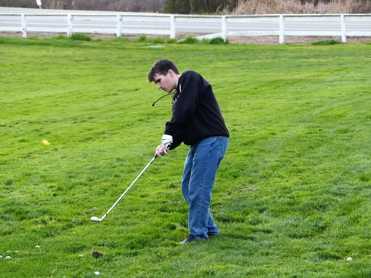 Calaveras golf team learning anew from home course