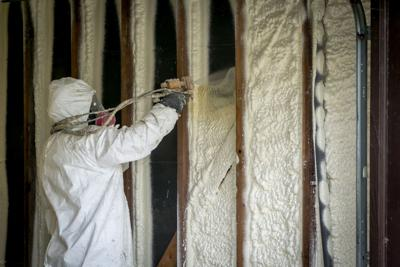 Worker,Spraying,Closed,Cell,Spray,Foam,Insulation,On,A,Home
