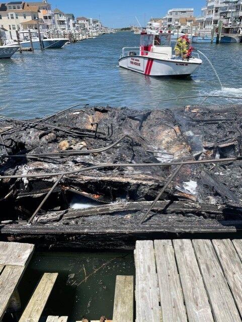 Boat Fire 5-1-21 (4).jpg