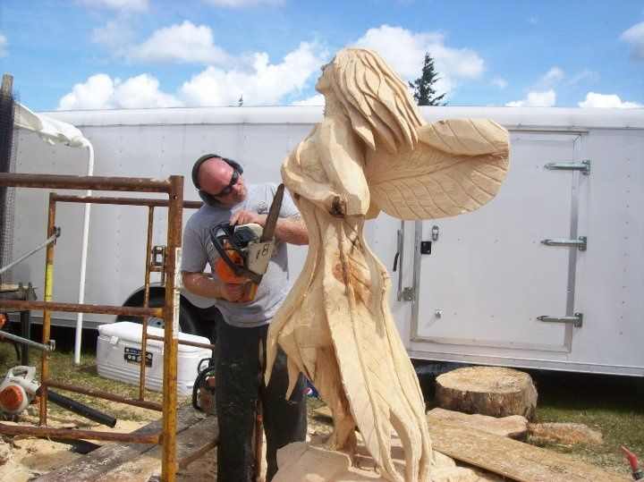 Chainsaw artist turns lumber into art at county h fair
