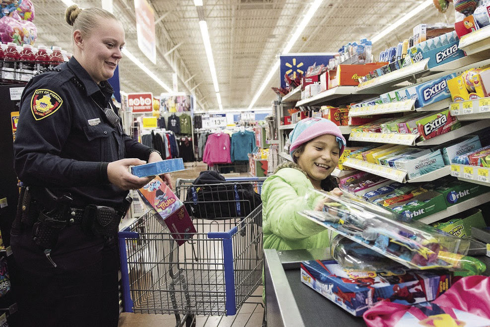 PPD take children Christmas shopping