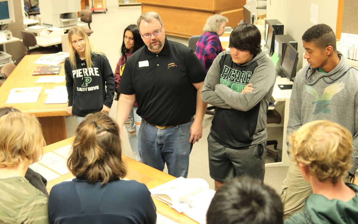 Art class studies Collins Collection at State Archives