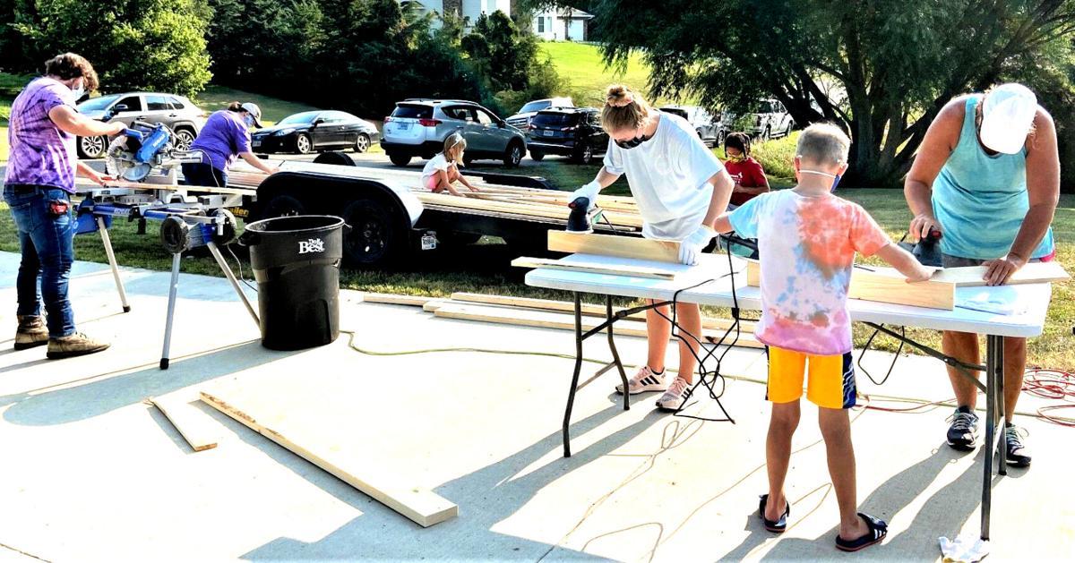 Volunteer to make & deliver beds to area's bedless children I