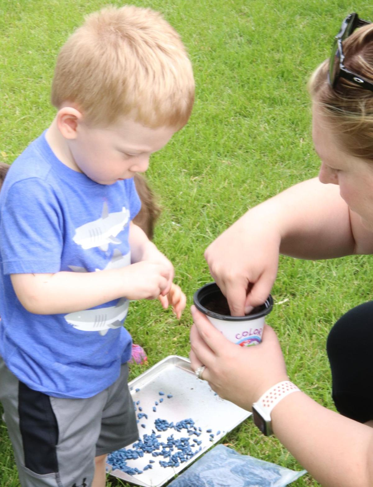 Itty Bitty Einsteins learn plants at Discovery Center