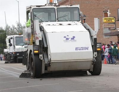 Surplussed Street Sweeper IMG_7968-1.jpg