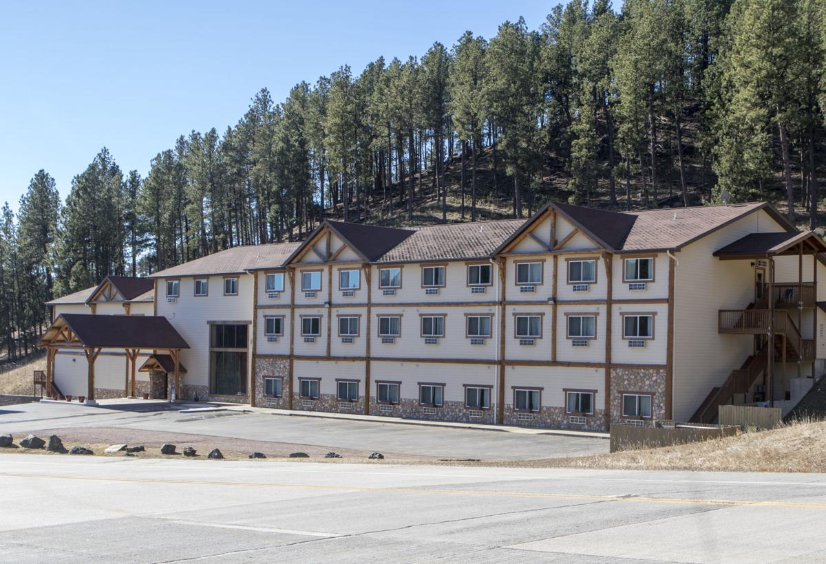 Hotel Near Mount Rushmore Faces More Problems