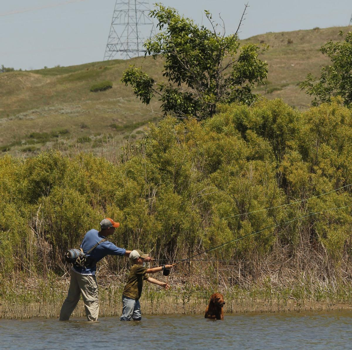 Kids fly tying clinic teaches fly fishing basics local for Chicago fly fishing