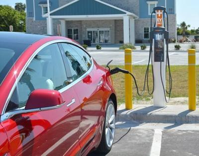 Emerald Isle gets CCEC electric vehicle charging site