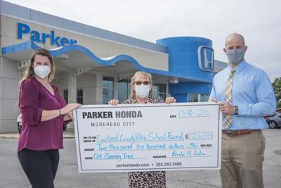 Parker Honda donates to school foundation