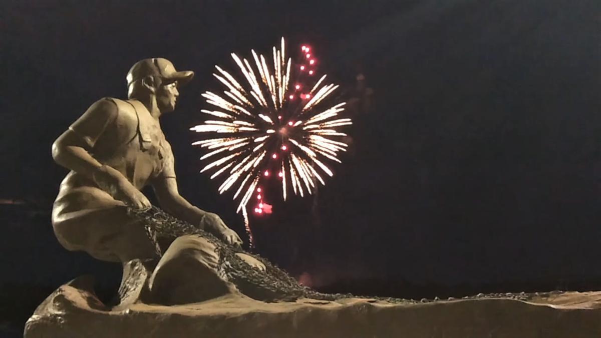 ZN Fireworks The Carolina Sounder statue.png