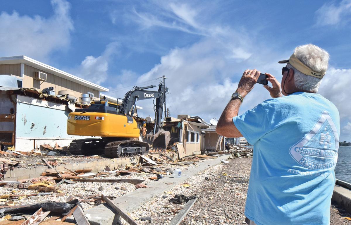 Crews demolish former restaurant