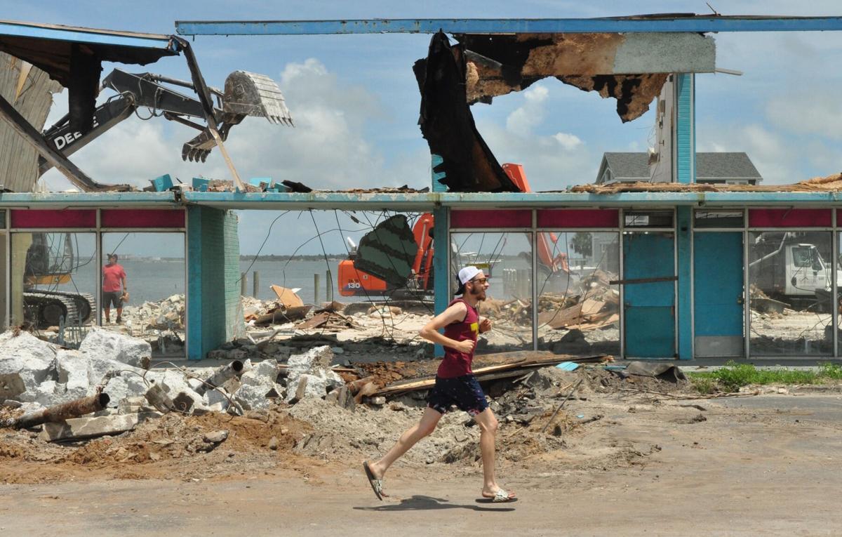 GALLERY: Final curtain draws as crews demolish historic Showboat Motel