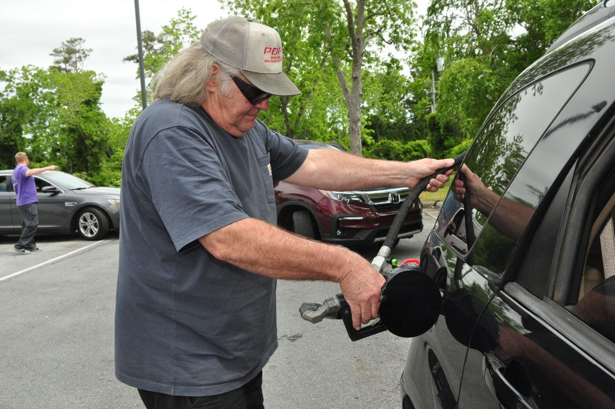 Fearing widespread shortage, consumers rush to the pump as area gas station try and keep up
