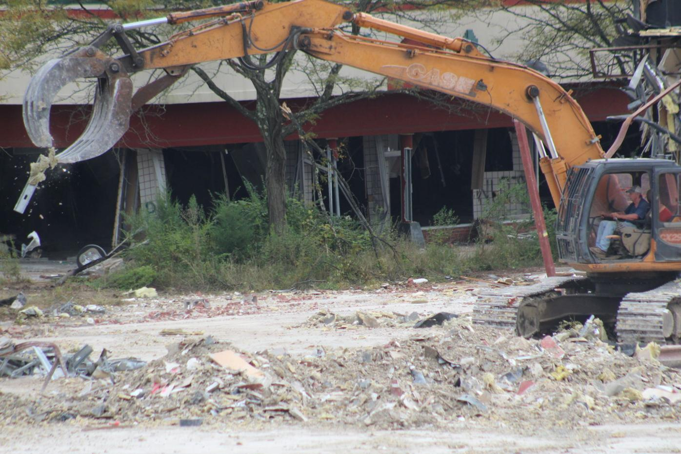Former Perryville Outlets being demolished